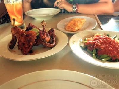 Ayam Bakar Taliwang dan Cilincing Kangkung, makanan khas Lombok