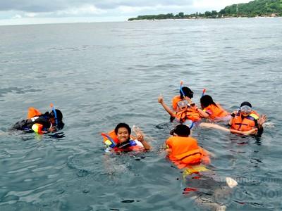 snorkeling-di-salah-satu-gili-lombok2