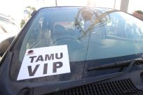 Yeay, dikasih stiker parkir tamu VIP