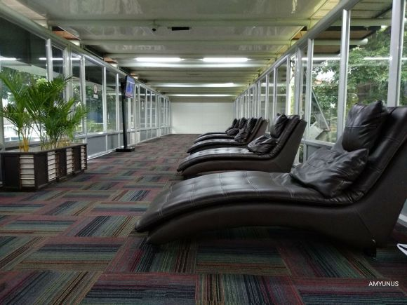 rest-room-airport.jpg