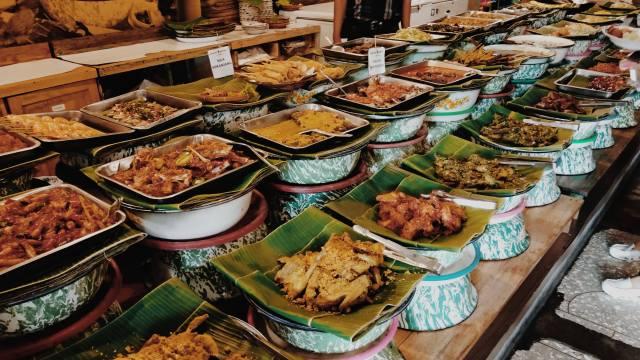 Live Like Locals - Food