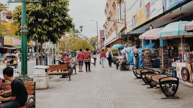 Live Like Locals - Walk